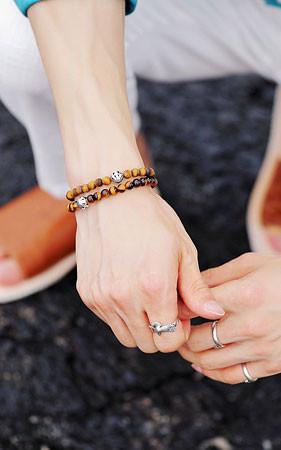 石膏矿石是珠子的混合物