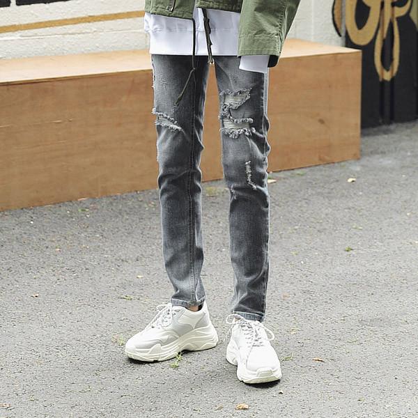 损伤灰色牛仔裤