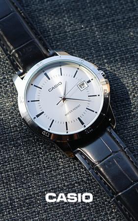 圆框皮革手表