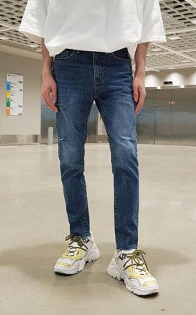 裴简约牛仔修身切割牛仔裤
