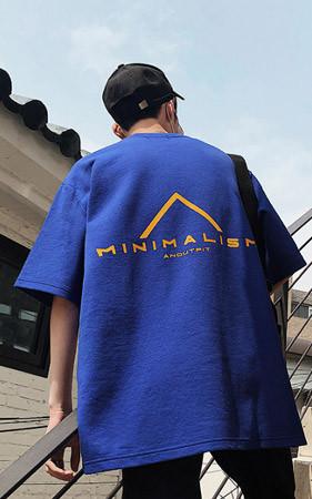 极简主义宽松款T恤衫