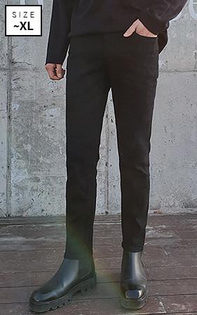 黑色调暗蓝色牛仔布裤子