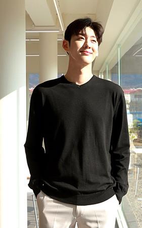 Herashi彩色V领针织衫
