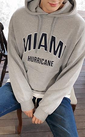 迈阿密刻字带帽T恤
