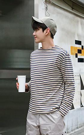 唇领条纹长袖T恤衫